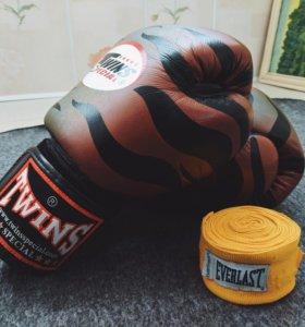 Перчатки для бокса (единоборств) Twins 10oz