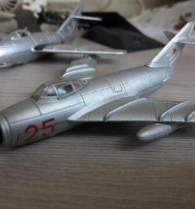 Продам модели самолётов
