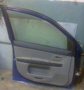 Продам две двери от мазда демио 2003 г.