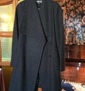 Пальто. 100% шерсти.Новое