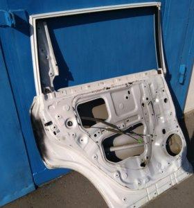 Задняя левая дверь на Toyota Hughlainder 3 U50