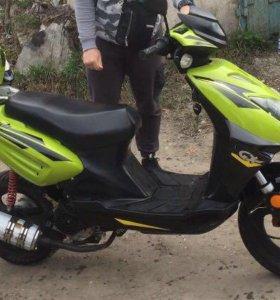 Мопед скутер