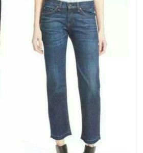 Много женских джинсов, новых и чуть б/у.