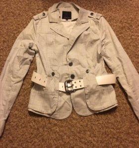 Пиджак с ремнём размер 44-46