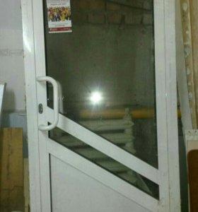 Алюминевая дверь наружная