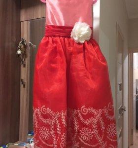 Новое платье р.10 лет