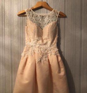 Нежно персиковое платье