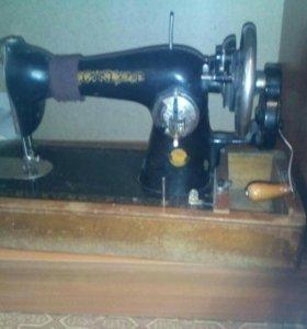 Машина швейная ручная старинная