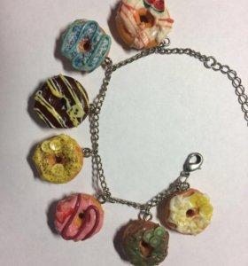 Браслет с пончиками
