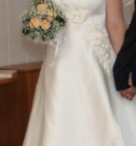 Свадебный наряд (платье свадебное, шубка и фата)