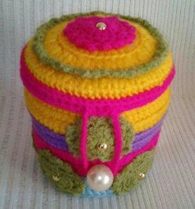 Вязаная шкатулка для мелочей и украшений.