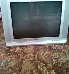 Продам телевизор в хорошем состоянии за 2500