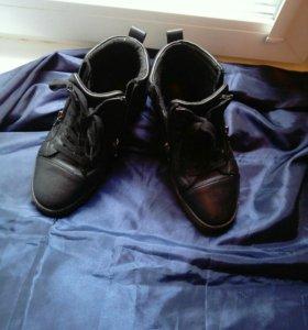Ботинки для мальчика,размер- 38.