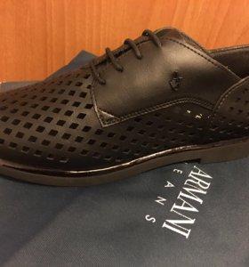 новые ботинки Armani Jeans. (24 см стелька)