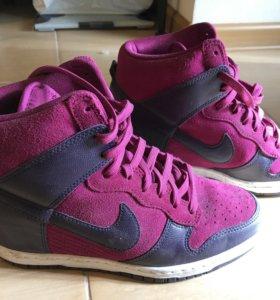 Кроссовки Nike женские 39 р