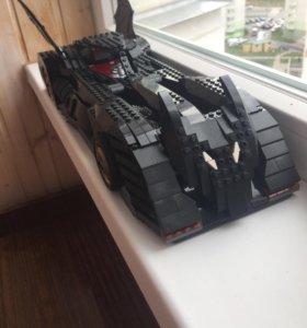 Огромный автомобиль Бэтмэна из лего