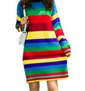 Яркое вязаное платье