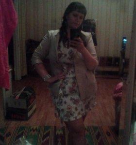 Продам платье белое с цветочками