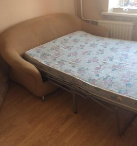 Раскладной диван и два кресла