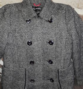 Пальто демисезонное для девочки с перчатками