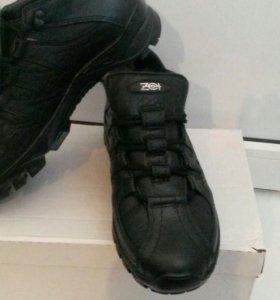 Ботинки зимние новые 42