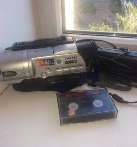 Продаётся пленочная 8мм.видеокамера CCD-TR748E