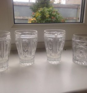 Хрустальные стаканы и чашки