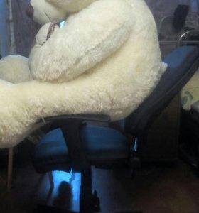 Большой белый медведь с сердцем