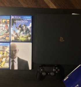PS4 Pro 1tb + 4 игры