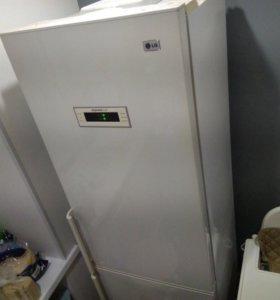 Продам холодильник двухкамерный LG