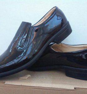 Туфли кожанные новые лакированные
