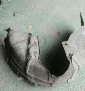 Задний правый подкрылок локер Mazda 3 03-09