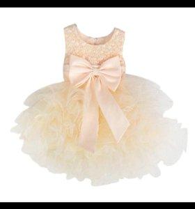 Платье абрикосовое новое