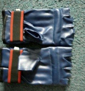 перчатки для каратэ,бокса и др.