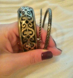 Набор модных браслетов