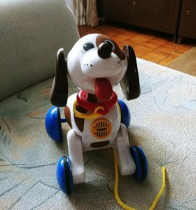 Собака-каталка лающая tomy