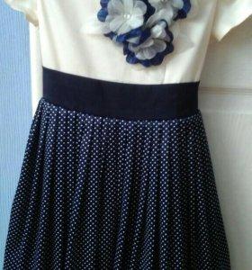 Платье на девочку 5-6лет.