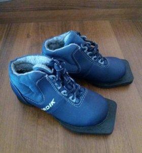 лыжные ботинки 30р