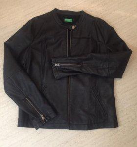 Куртка Benetton, жен., почти новая , 46 р. кожзам.