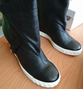 Ботинки Vitacci на танкетке