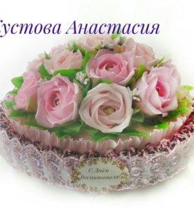 Свит-тортик с розами и конфетами