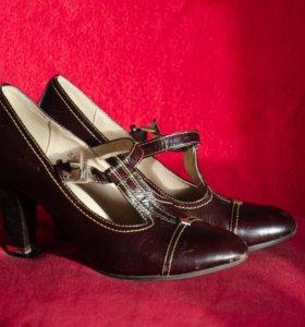 Туфли бордовые