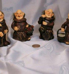 Фигурки монаха