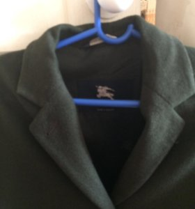 Пальто женское Burberry темно зеленого цвета