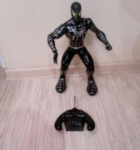 """Робот """"Черный человек - паук"""" на пульте управления"""