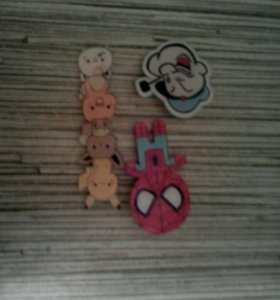 Значки, человек паук, моряк папай, и покемоны