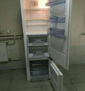 Холодильник встраиваемый AEG