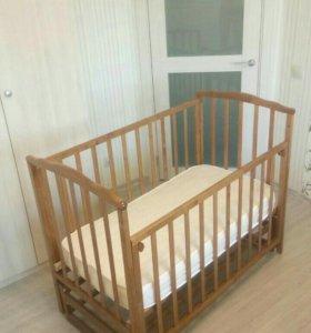 Детская кроватка с матрацем