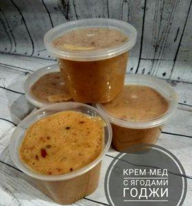 Крем-мед с ягодами годжи