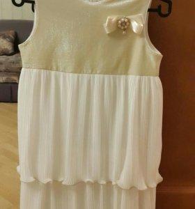 Новое нарядное платье на девочку.